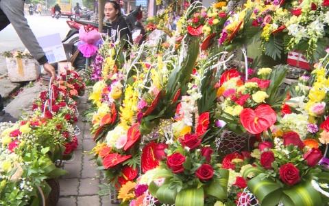 Sôi động thị trường hoa trong Ngày phụ nữ Việt Nam