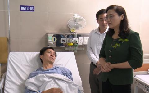 Thăm, động viên 2 chiến sỹ CSGT bị thương khi đang làm nhiệm vụ