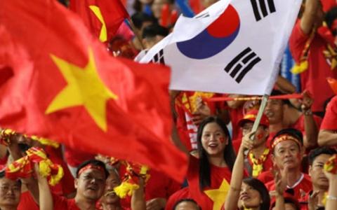 Hơn 1.000 cổ động viên Việt Nam sang Malaysia 'tiếp lửa' cho đội tuyển
